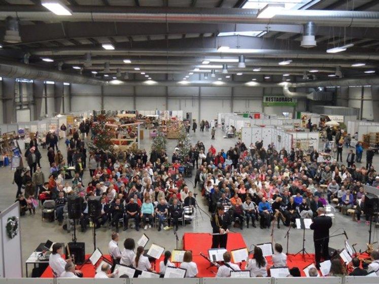Polabské vánoční trhy ve vnitřní části výstaviště