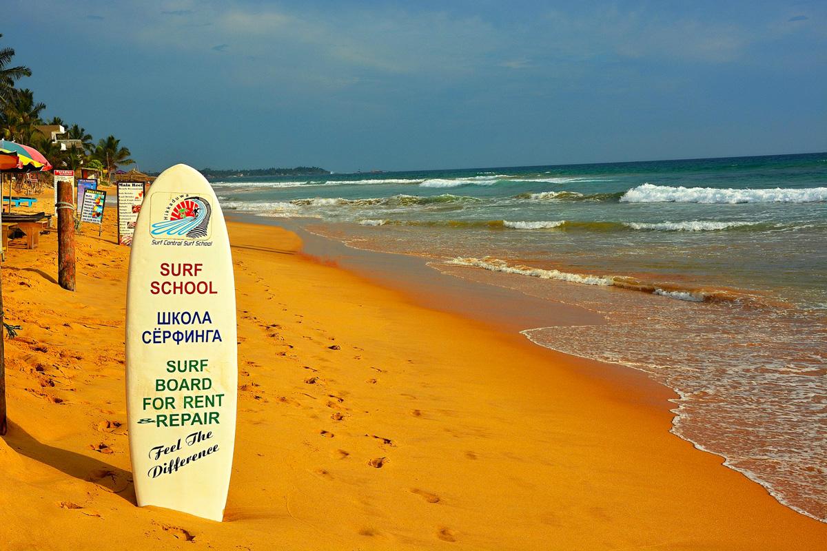 Surfařská pláž v Hikkaduwě
