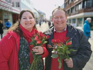 Tone Marie Myklevoll og Jarle Heitmann på stand under vårkampanje lørdag 11.5.19
