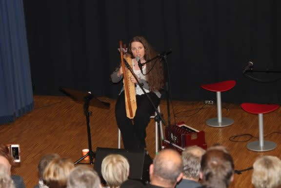 sunniva Berg trollbinder forsamlingen med flott kultur.