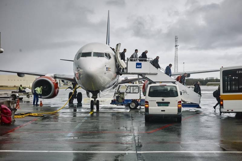 Passasjerer stiger av et SAS-fly. Foto: Øivind Haug