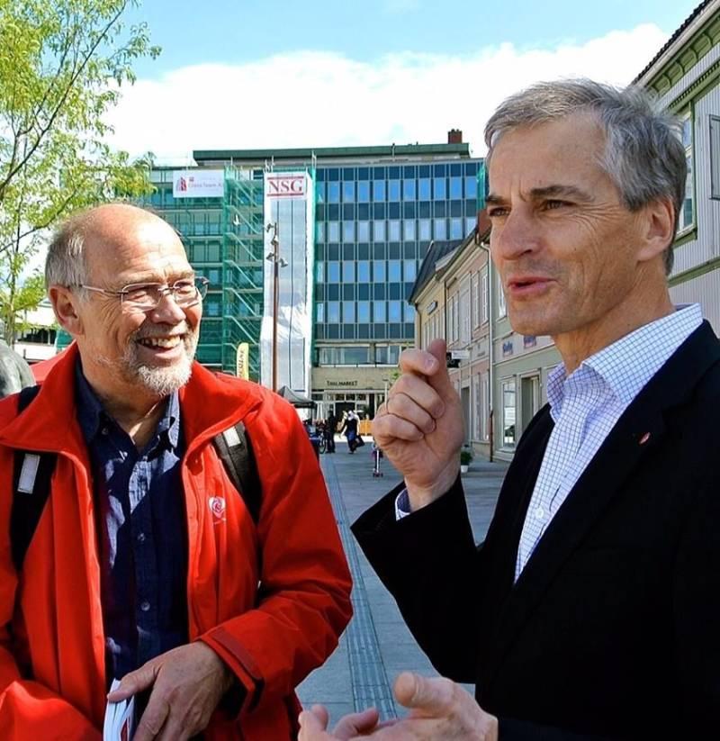 Svein Roald Hansen driver valgkamp sammen med Jonas Gahr Støre