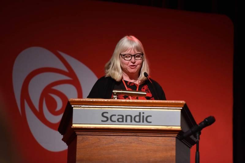 Eva Arnseth holder innlegg på årsmøtet til Innlandet Arbeiderparti, mars 2019