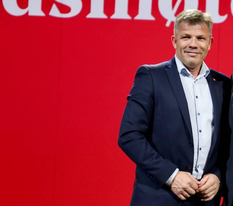 Bjørnar Skjæran på landsmøtet 2019 foran en rød vegg.