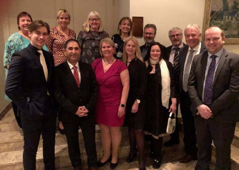 Aud M. Riseng og øvrige delegater fra Hamar Ap på det historiske møtet i Innlandet Arbeiderparti.
