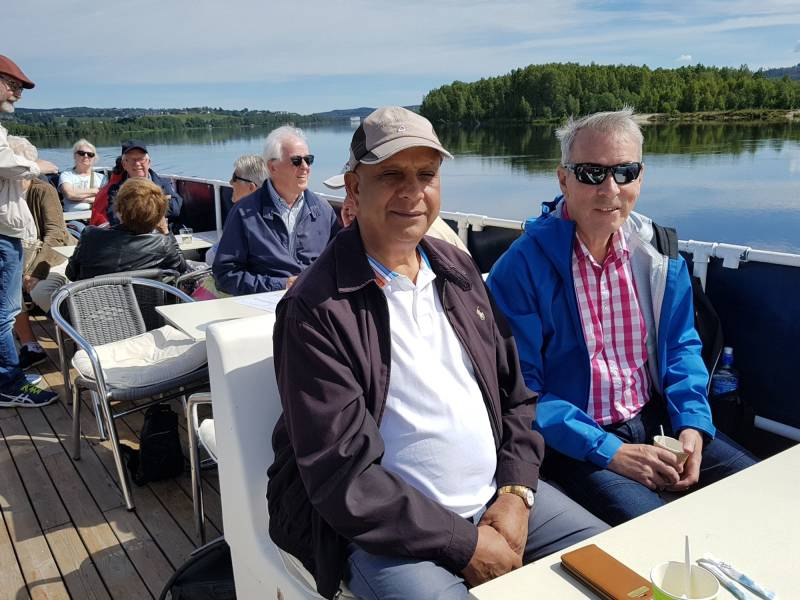 Ali Akhtar og Tore Wollum ombord på MS Øyeren.