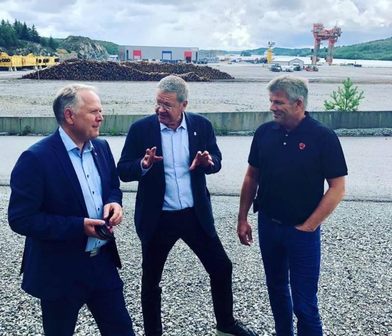 Ordførerne Sigmund Lier, Arne-Christian Mohn og AP-nestleder Bjørnar Skjæran på Haugaland Næringspark.