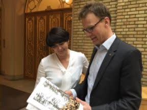 Irene Johansen og Erik Lahnstein fornøyd med partiets politikk for utslippsreduksjoner