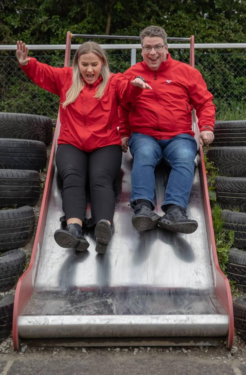 Anna Tangen og Arne Buchholdt Espedal tester en rutsjebane.