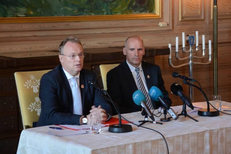Raymond Johansen og Geir Lippestad presenterer avtalen som sikrer Oslo kommune eierskap over Hafslunds kraftproduksjon og nett.