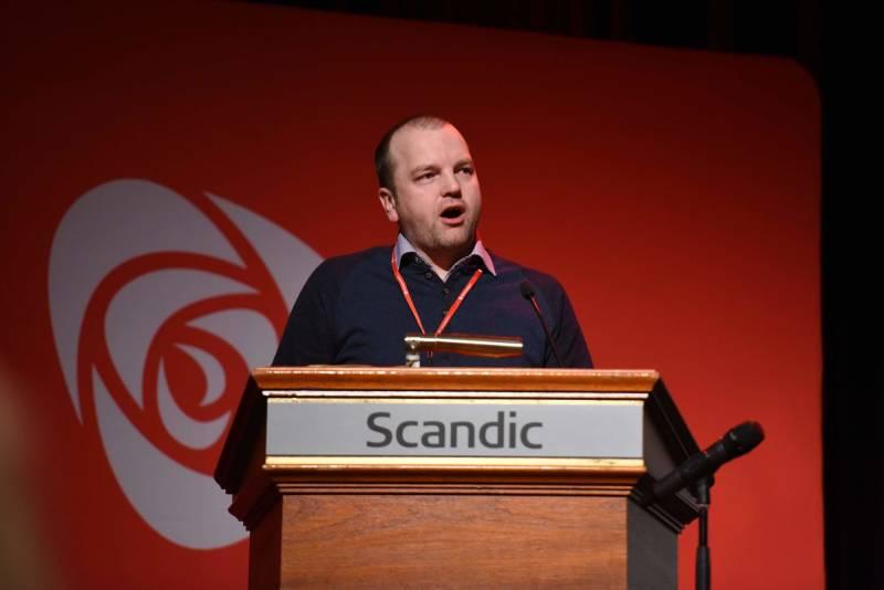 Tord Skancke holder innlegg på årsmøtet til Innlandet Arbeiderparti