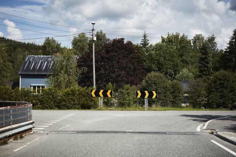 En landevei brytes opp og går i to forskjellige retninger. Foto: Øivind Haug