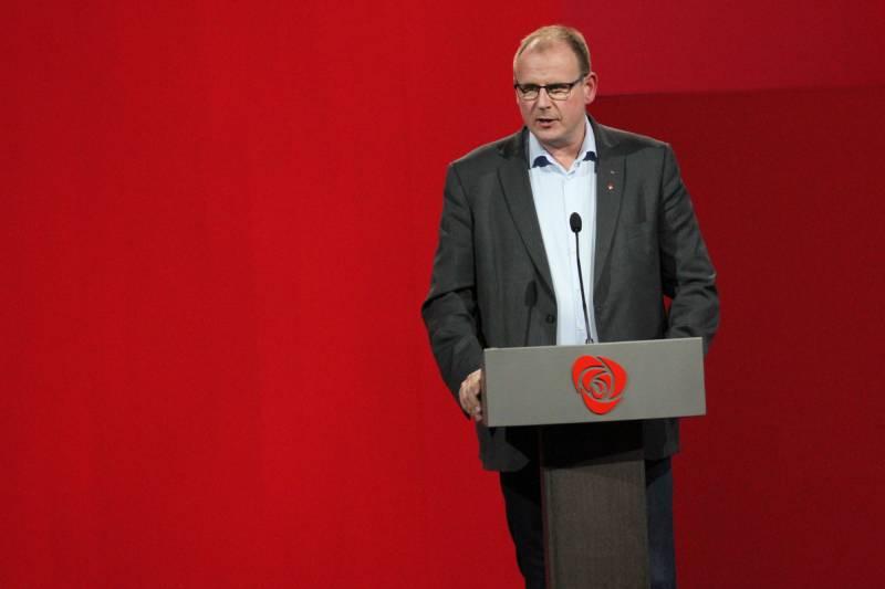 Bjørn Johansen på talerstolen.
