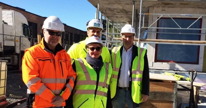 Stein Erik Lauvås, Siv Henriette Jacobsen besøker byggeplasser sammen med Stig Hansen
