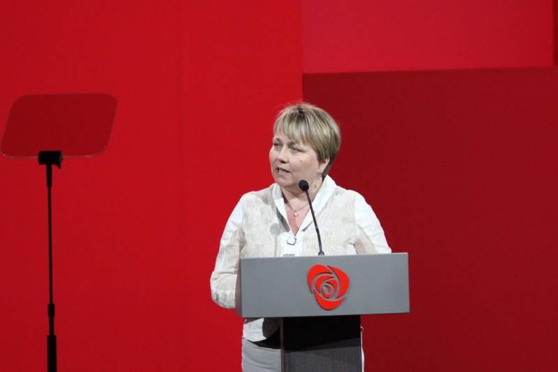 Aina Borch på talerstolen