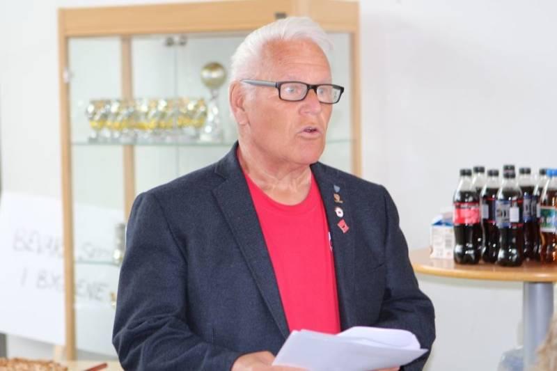 Ønsket velkommen partileder Reidar Schlytter
