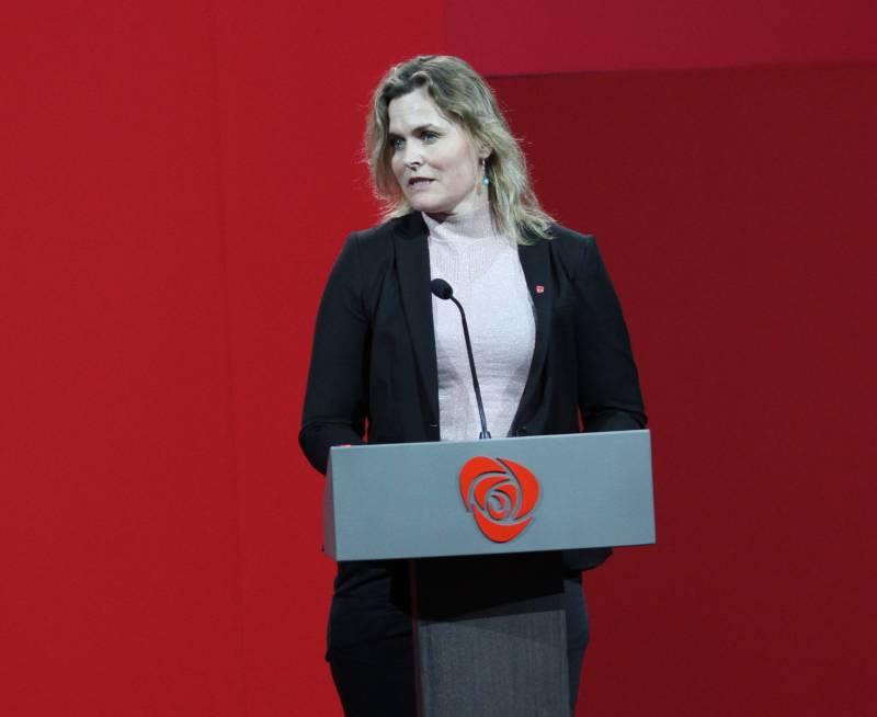 Cecilie Knibe Hanssen taler på Eydehavn 1.mai 2017