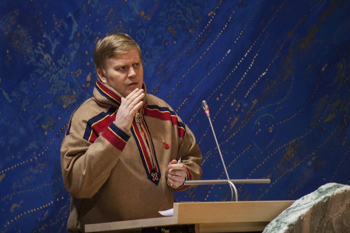 Ronny Wilhelmsen taler under plenum i Karasjok