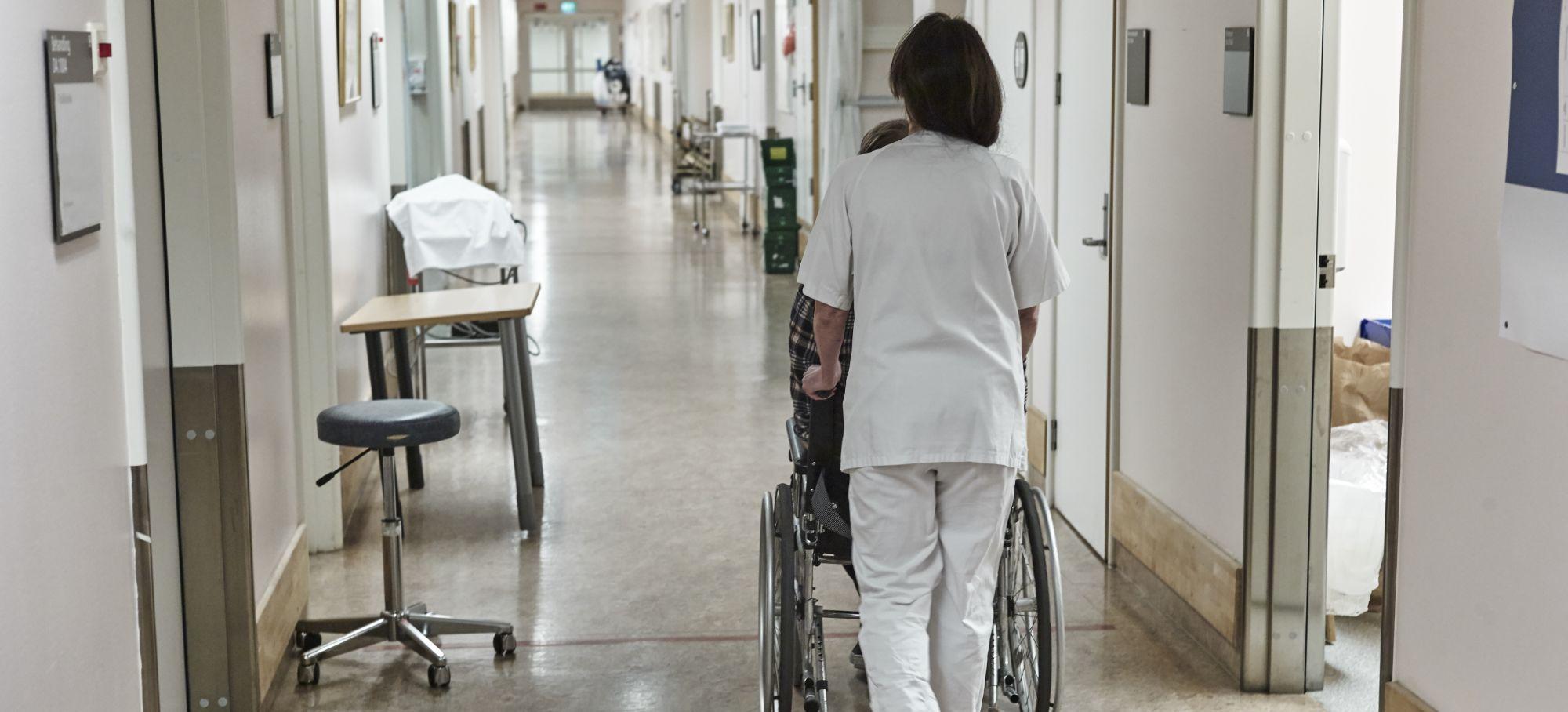 Sykepleier triller pasient på sykehus