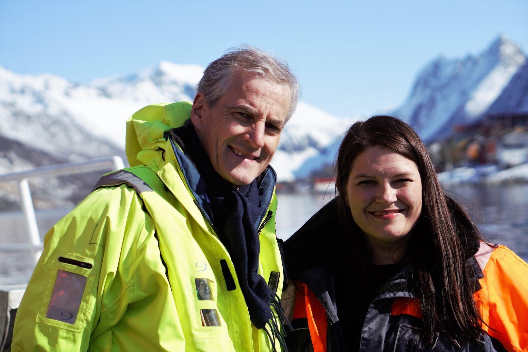 Jonas Gahr Støre og Cecilie Myrseth på en fiskebåt i Gryllefjord.