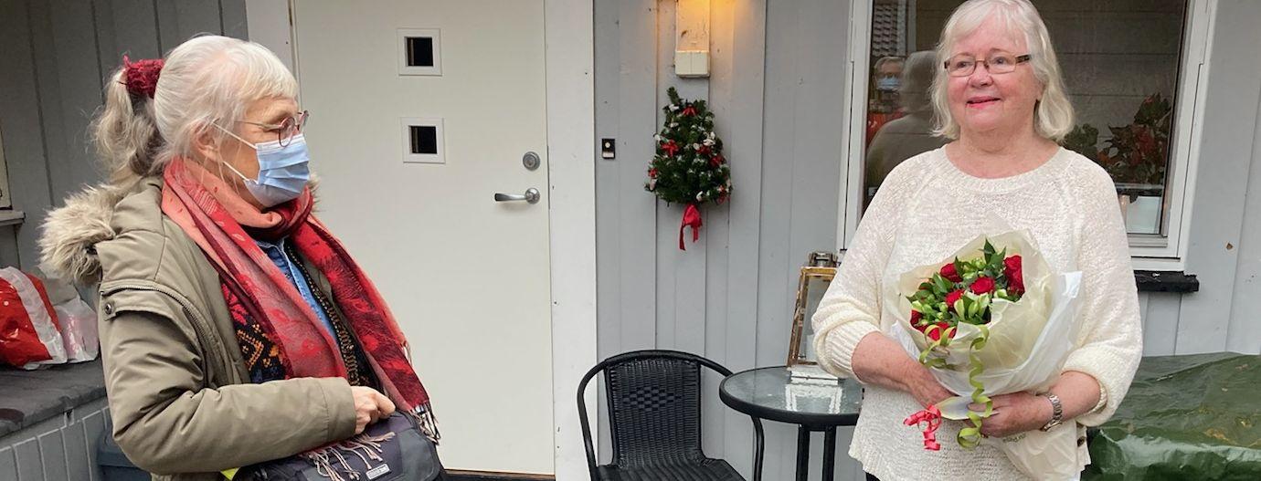 Røde roser til Mette på 80-årsdagen