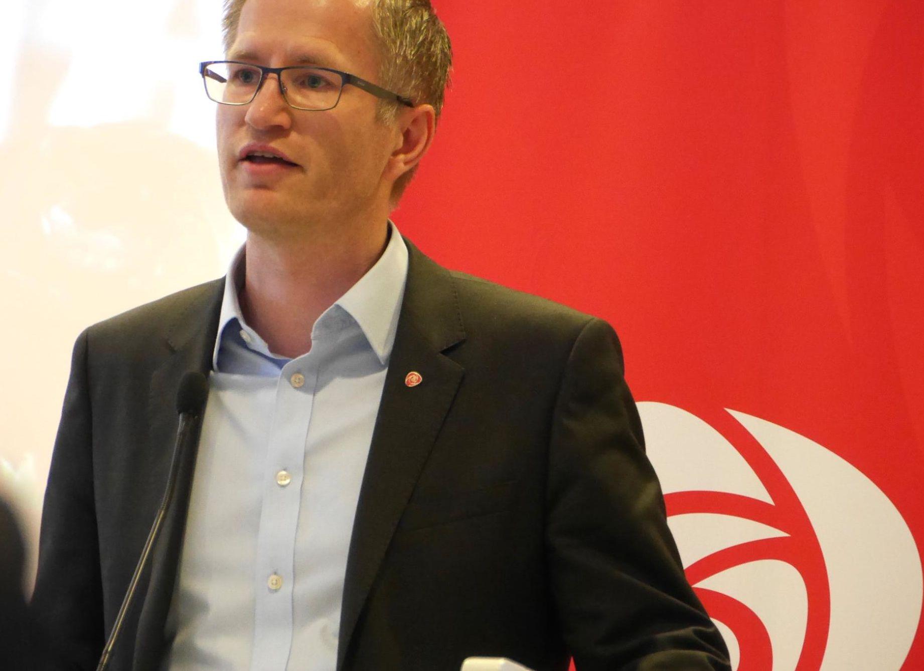 Ordfører Robert Cornels Nordli etterlyser tiltak fra regjeringen til å løse levekårsutfordringene i Arendal.