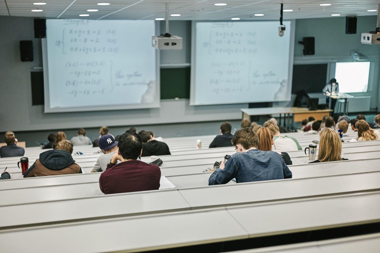 Oversiktsbilde av en forelesning. Foto: Øivind Haug