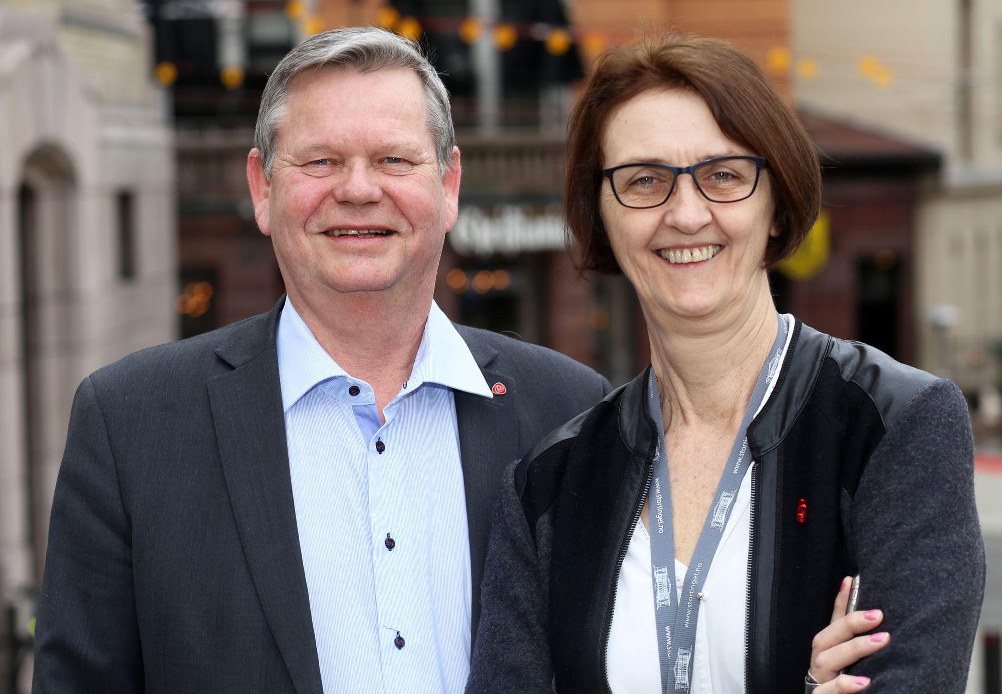 Arbeiderpartiet bidro til å redde aluminiumsfabrikken og bildelfabrikken på Lista under finanskrisen i 2009. På bildet stortingsrepresentantene Kari Henriksen og Odd Omland.