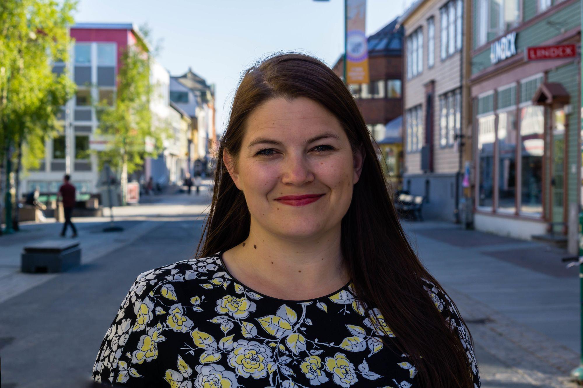 Portrett av Cecilie Myrseth i Storgata i Tromsø i juni. Tatt av Thomas Birkeland