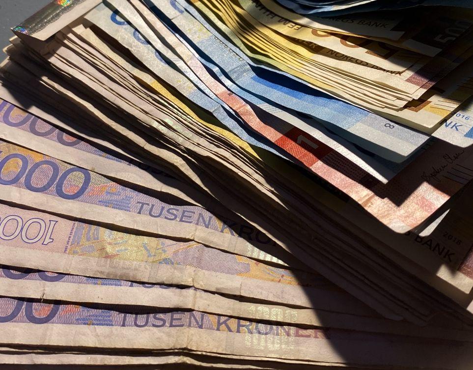 penger, eiendomsskatt, avgifter