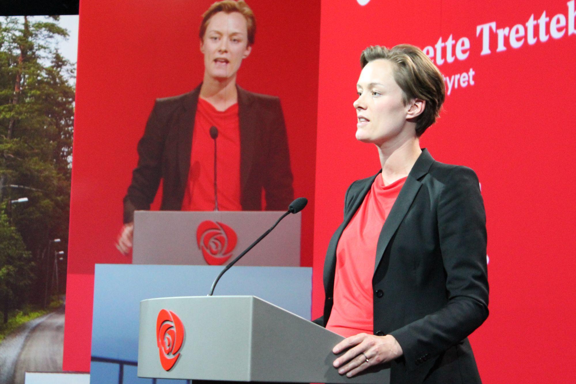 Stortingsrepresentant Anette Trettebergstuen på talerstolen under Arbeiderpartiets landsmøte 2017. Foto: Bjørn Jarle Røberg-Larsen