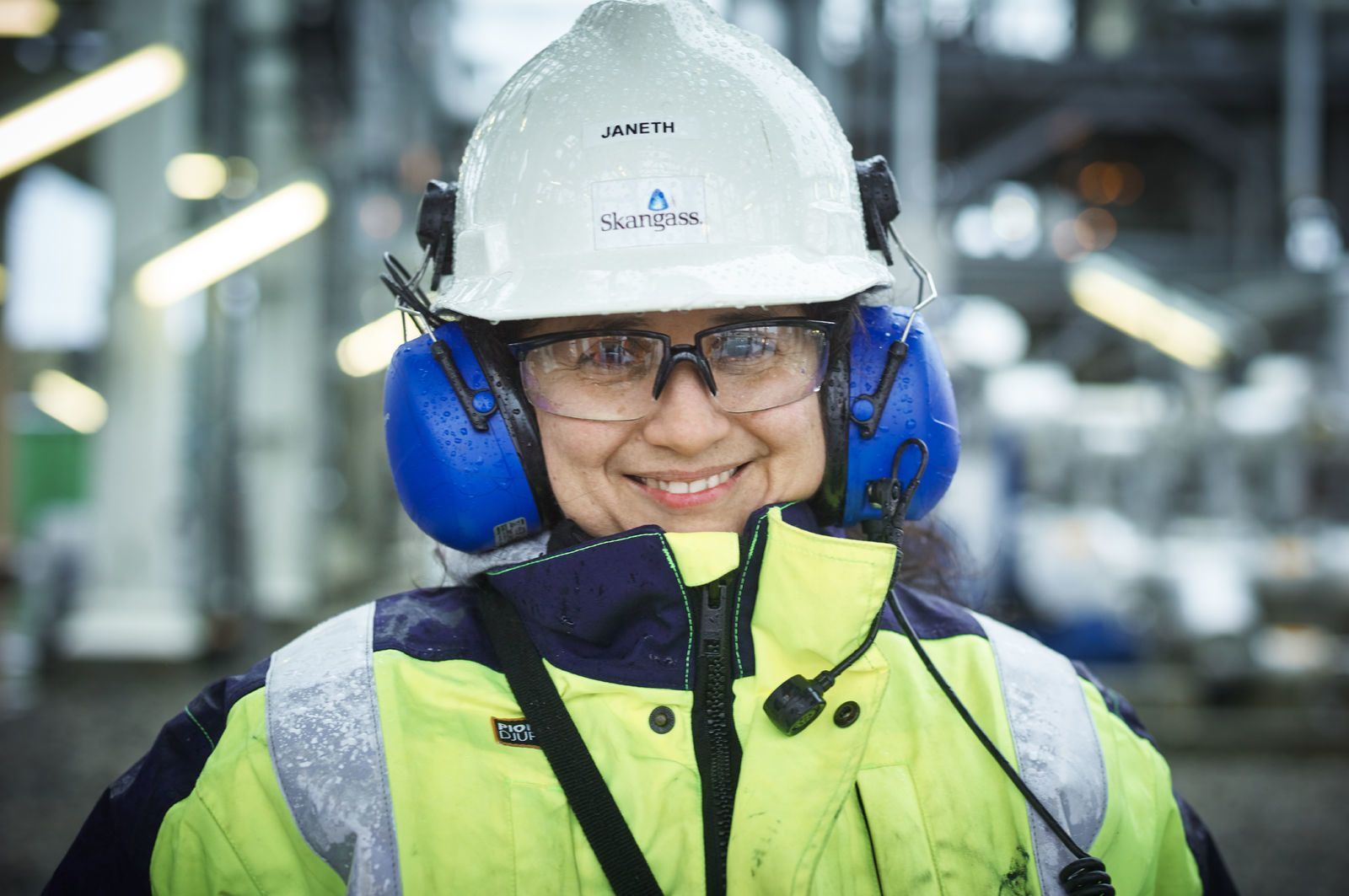 Portrett av en industriarbeider i arbeidsklær. Foto: Øivind Haug