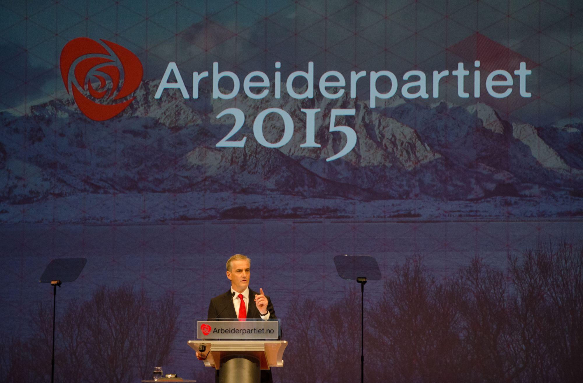 Jonas Gahr Støre på talerstolen på Arbeiderpartiets landsmøte 2015