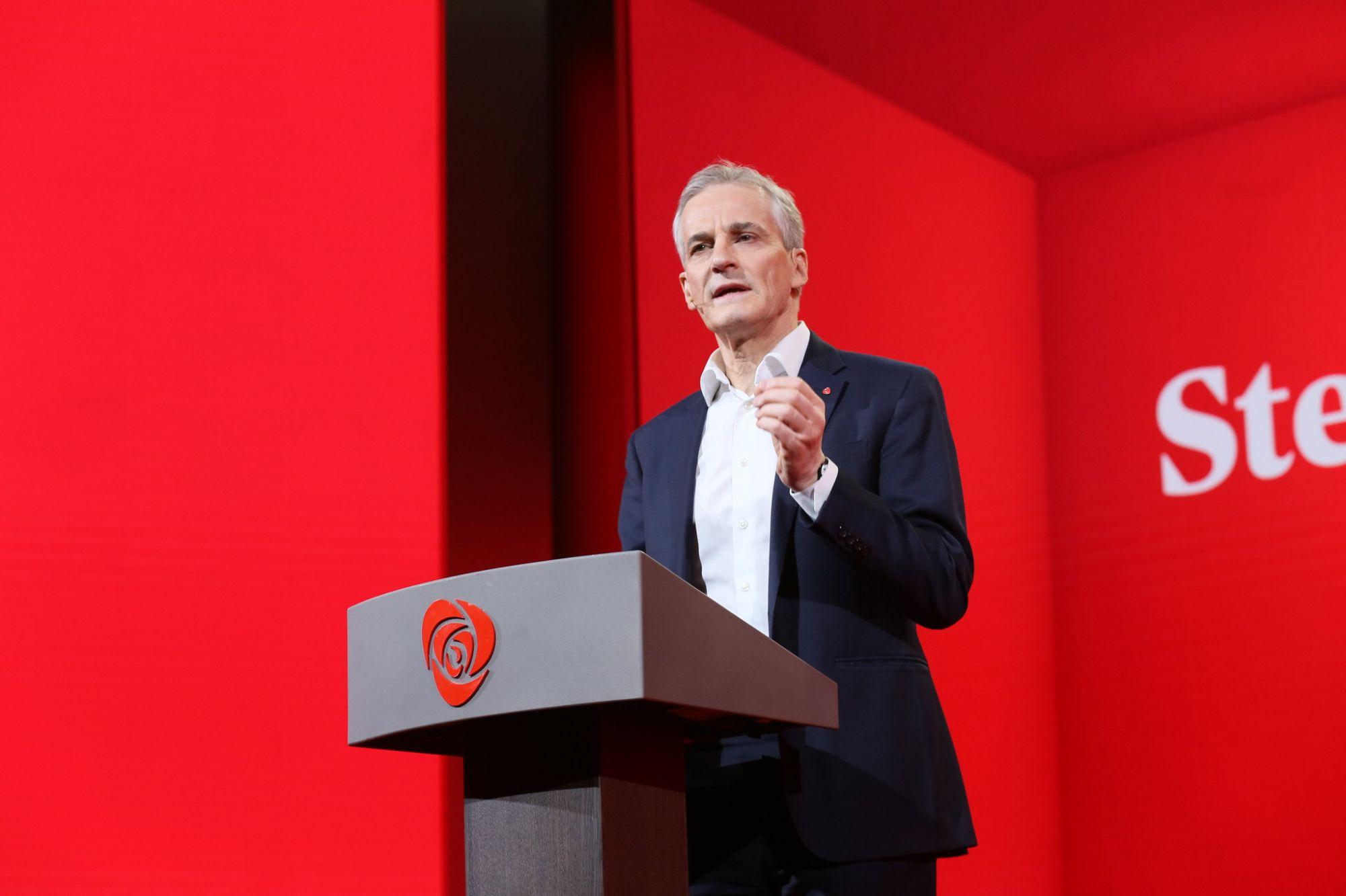 Jonas Gahr Støre på talerstolen på Arbeiderpartiets landsmøte 2019