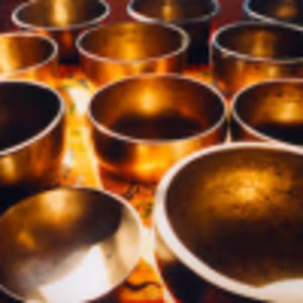 Méditation relaxation avec les bols tibétains, instruments de musique et chant