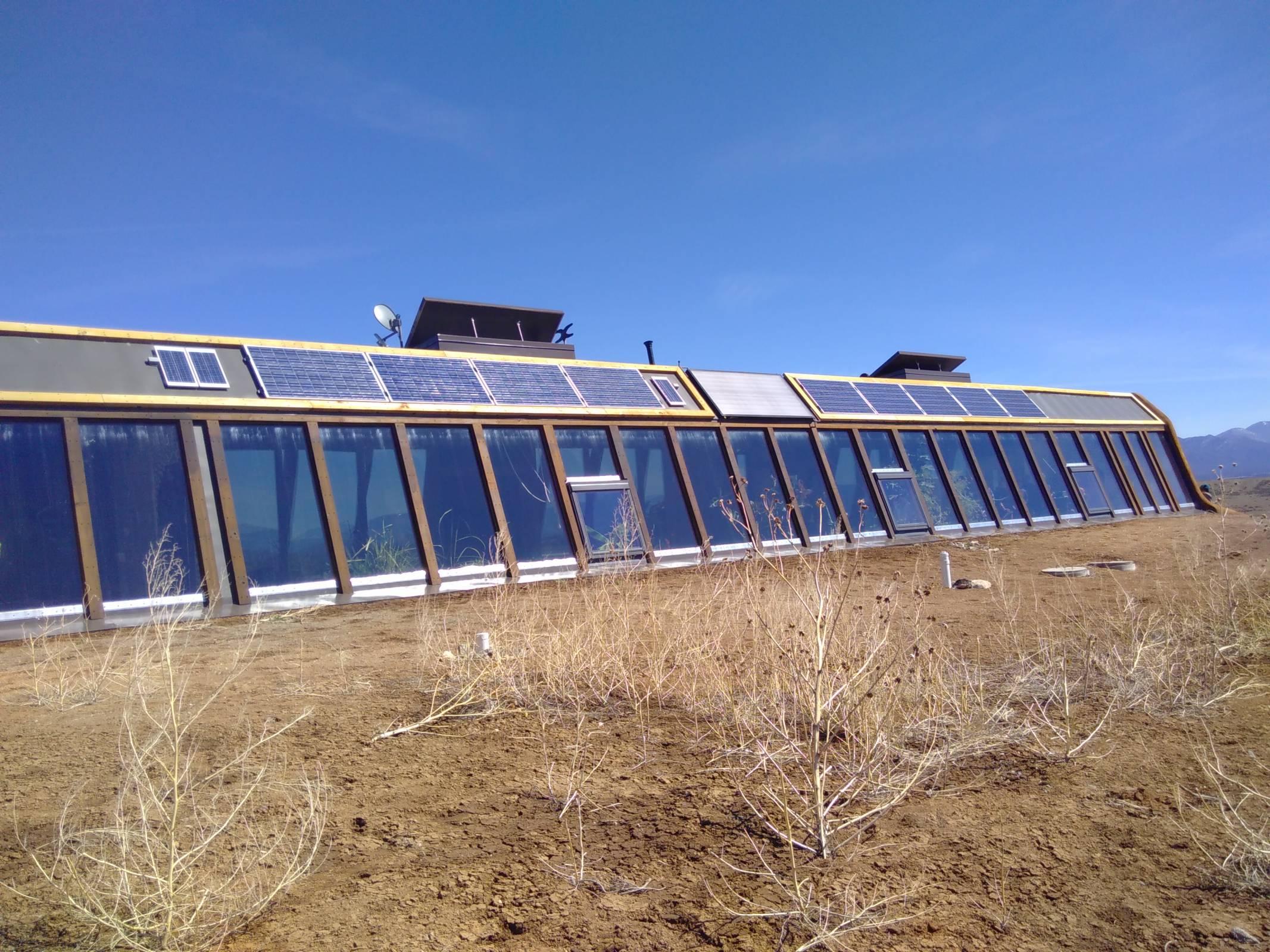 2ème principe du Earthship: chauffage et rafraîchissement solaire