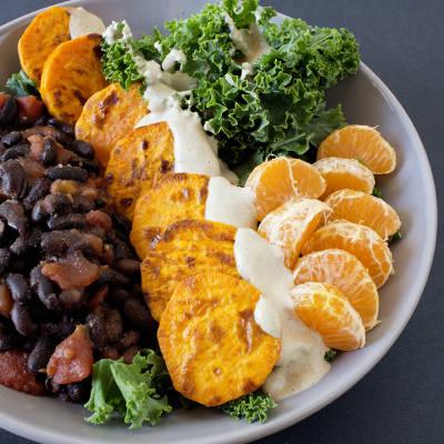 ArboLife-events-loetitia-cuisine-veggie-bowl-haricotsnoirs-kale-patatedouce-clementine