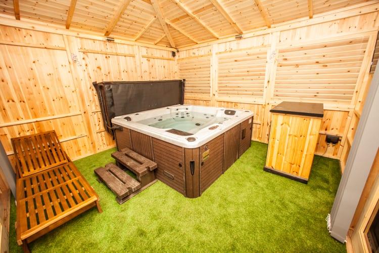 Hot Tub Room 5a