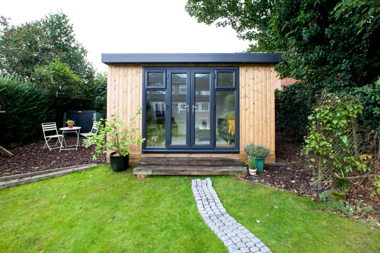 Wooden garden rooms garden offices cedar garden studios uk for Garden rooms uk