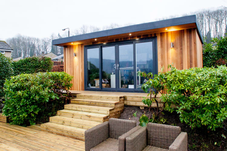 Wooden garden rooms garden offices cedar garden studios uk for Cedar garden office