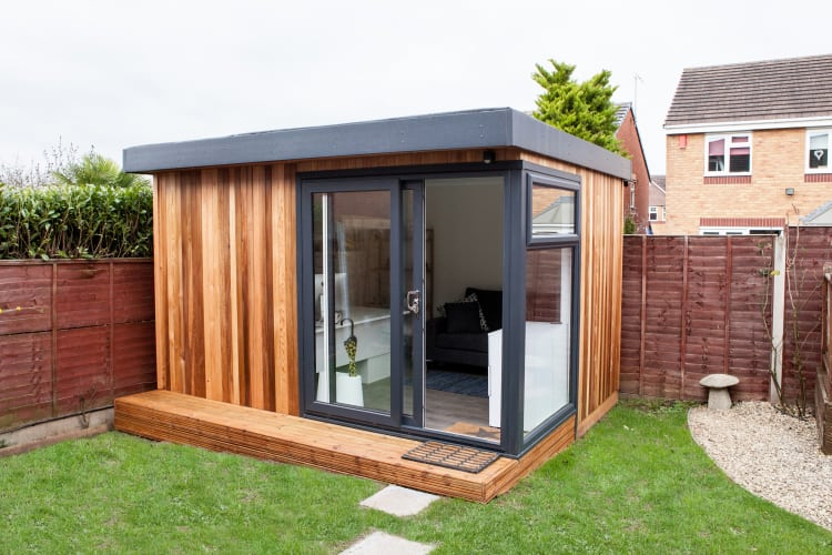 Cedar garden office buildings wooden garden offices uk for Garden office ideas uk