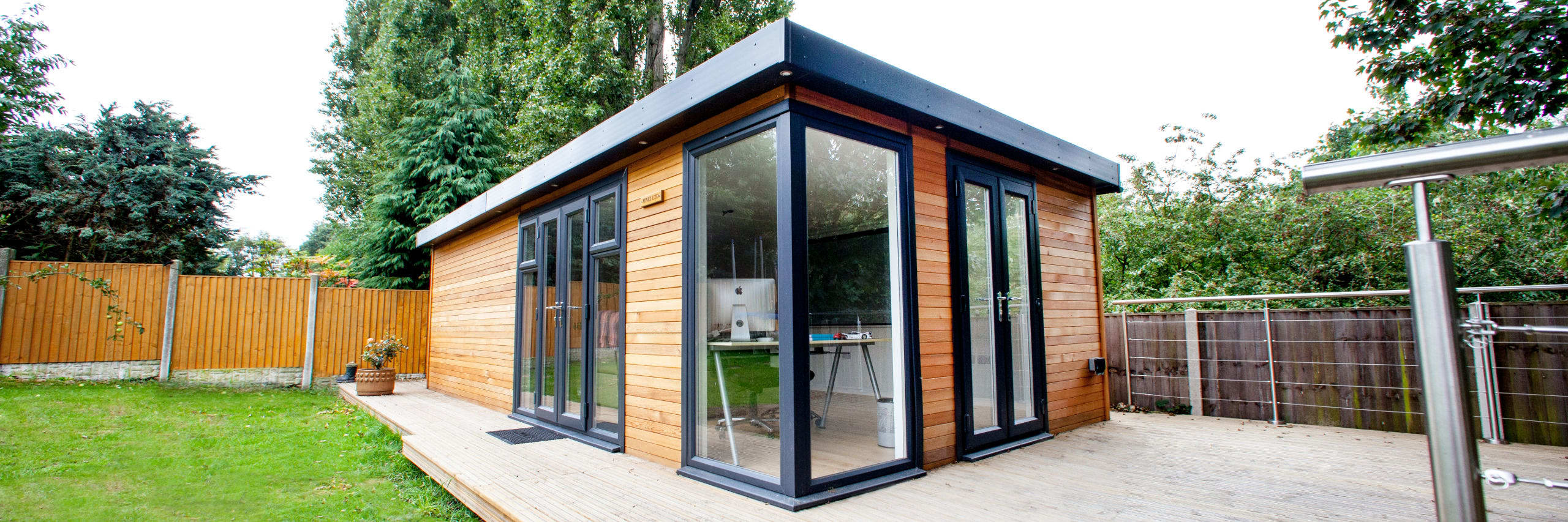 Wooden garden rooms garden offices cedar garden studios uk for Timber garden rooms