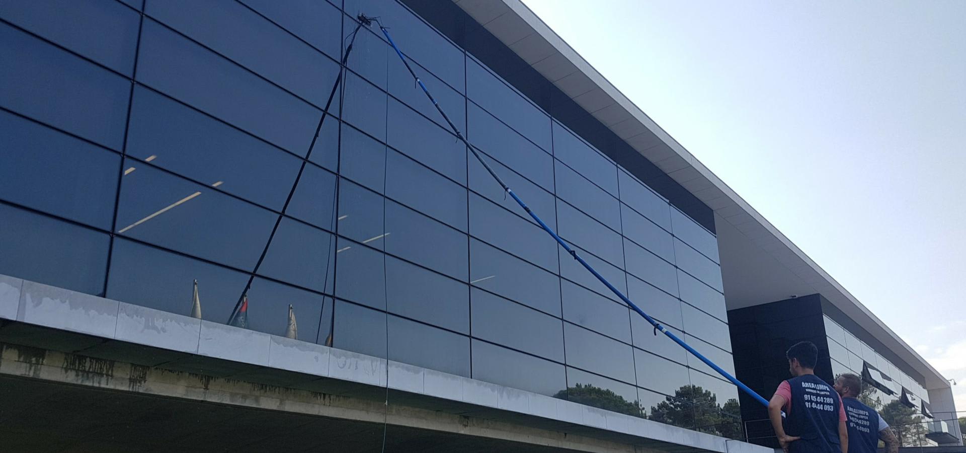 PuraQleen - Lavagem de vidros exteriores image