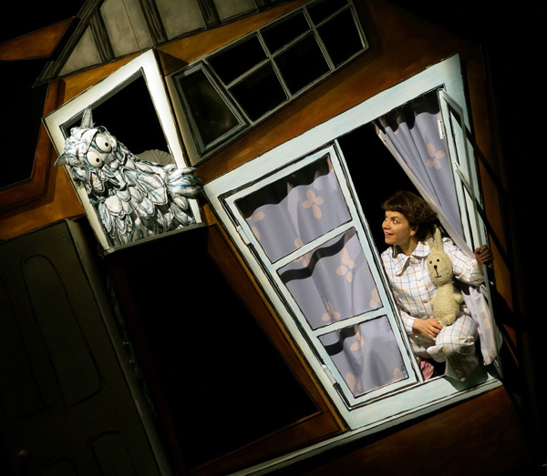 Emily Brown and the Thing - Tall Stories Theatre Show