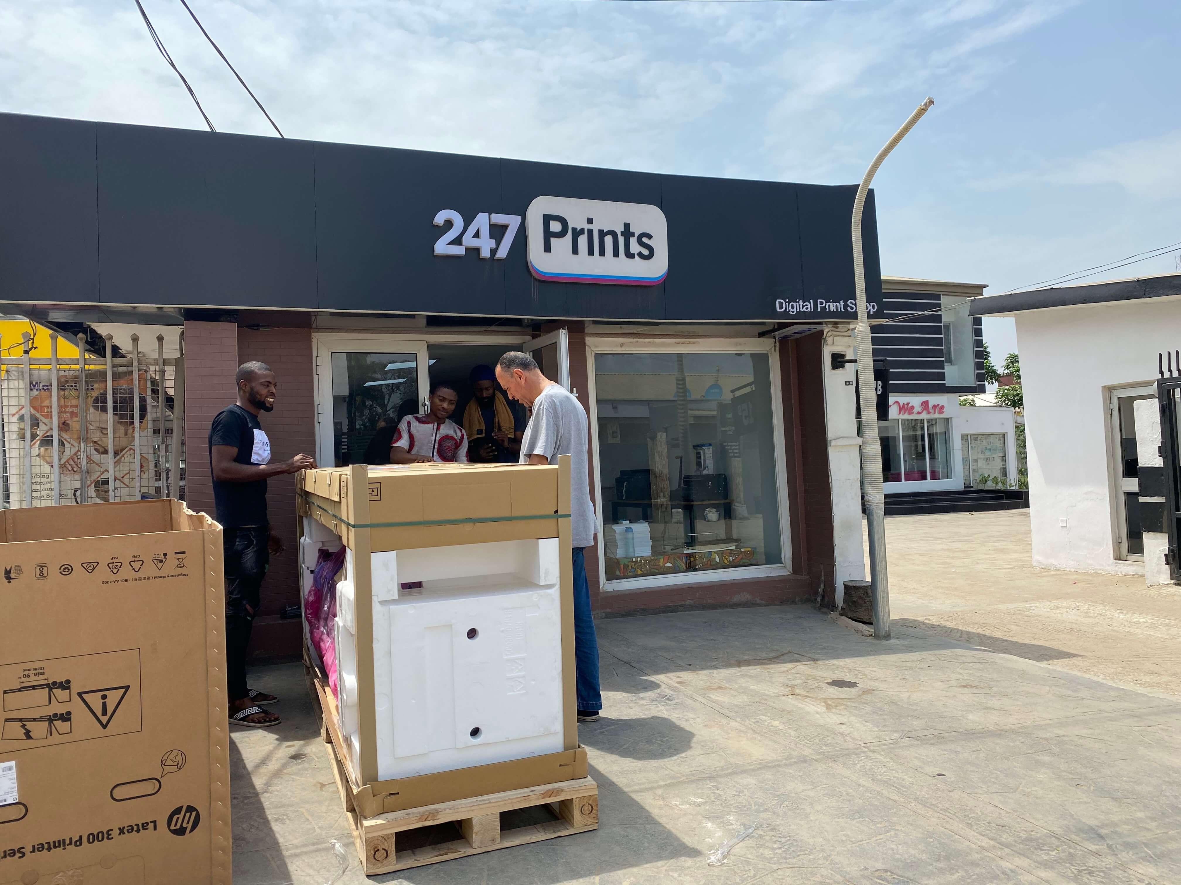 Ark 247 Prints installs Hp Latex 335 Print and Cut solution.