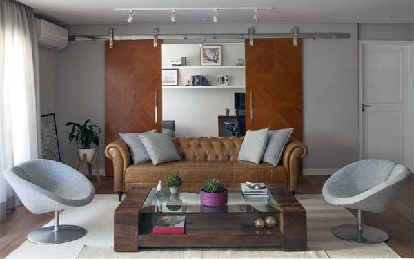 Bruno Moraes na sala de estar