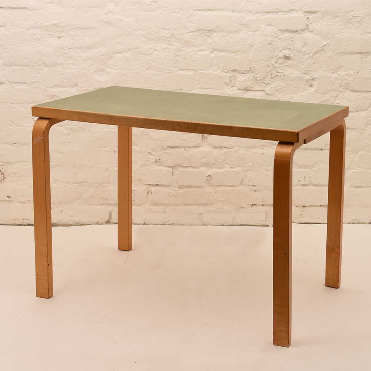 Alvar-Aalto_Green-Table