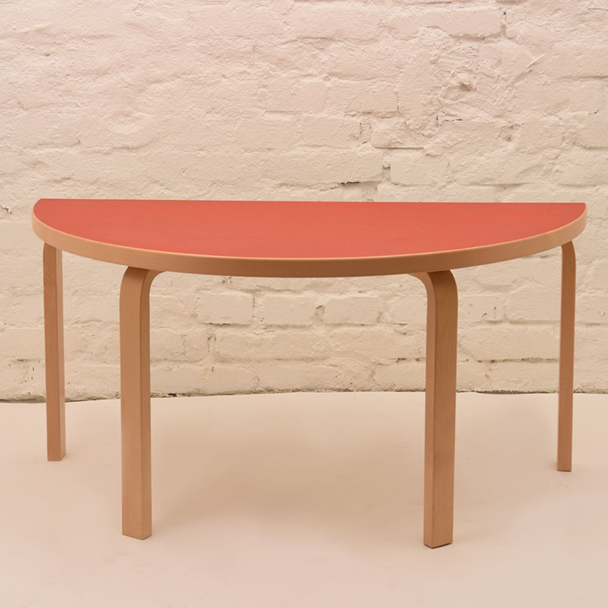 Alvar-Aalto_Half-Round-Kids-Table