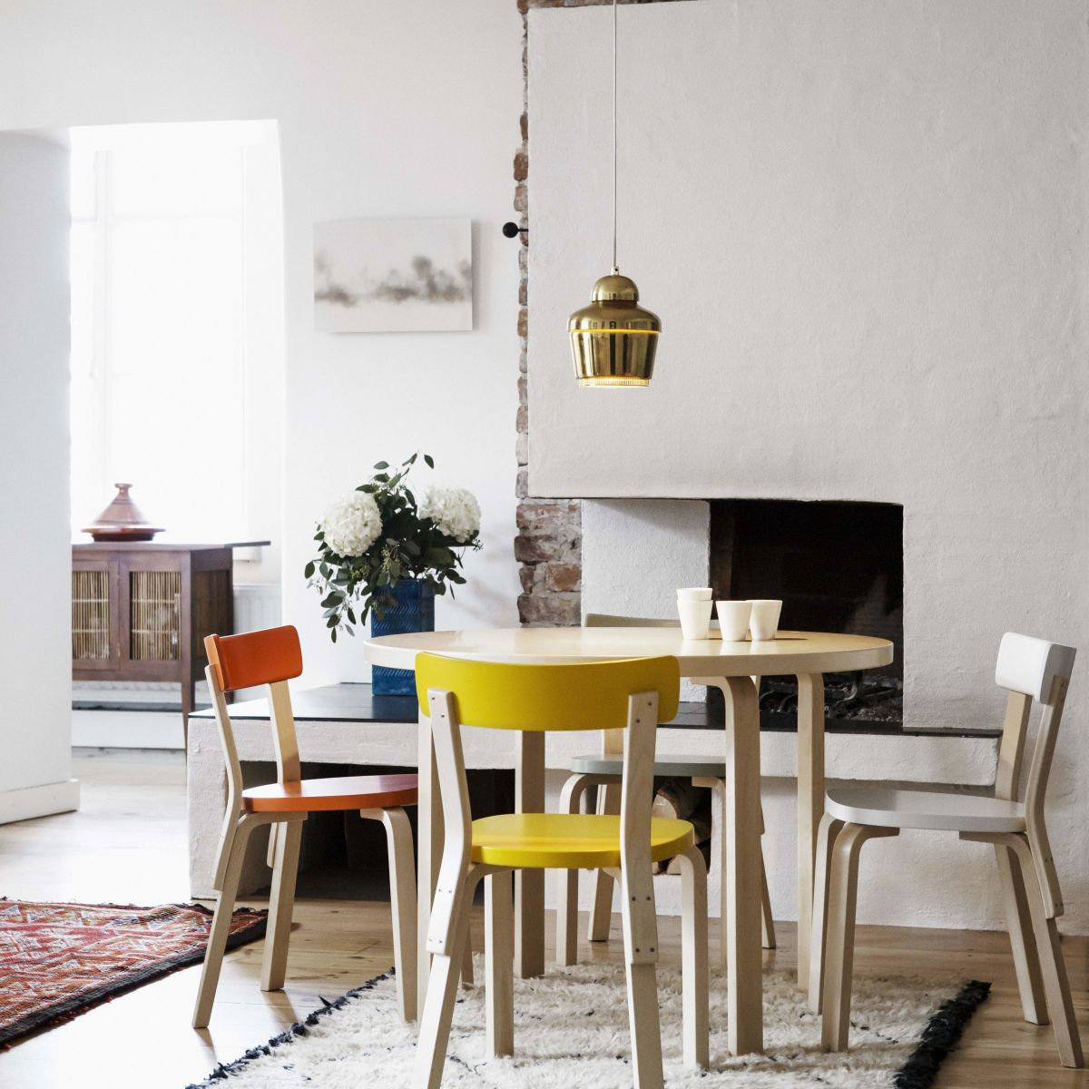 Chair 69 Aalto Table Round 90A Pendant Light A330