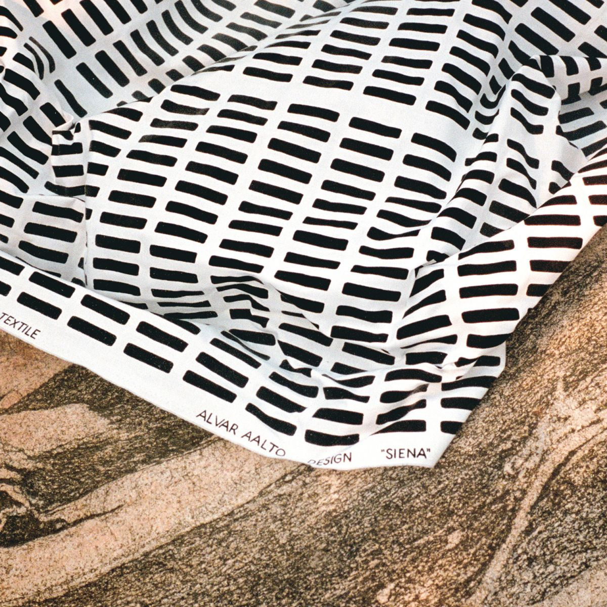 Siena_Fabric_White_Black_Web